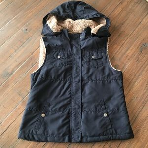 Sonoma S Navy blue & tan fuzzy lined hooded vest